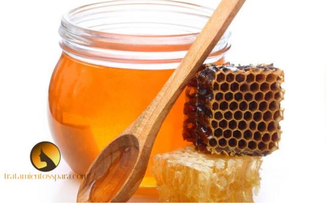 miel de abeja para combatir el estreñimiento